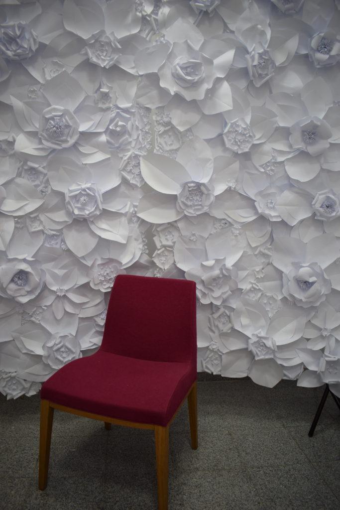 Doua sectiuni din peretele cu flori instalate in atelierul meu
